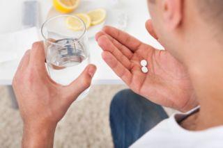 Прием таблеток Кларитин