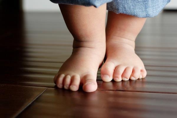 Вид грибка на ноге ребенка
