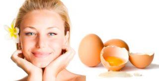 Девушка и маска из яйца